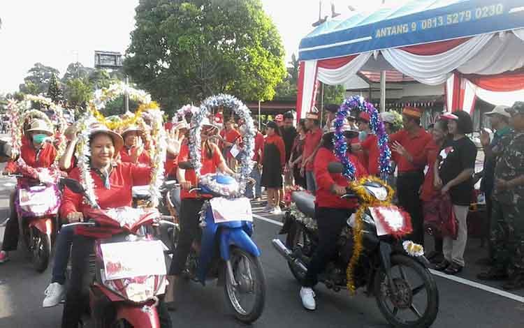 Parade Natal di Kasongan yang digelar PHBK ini diikuti lebih 1.000 warga