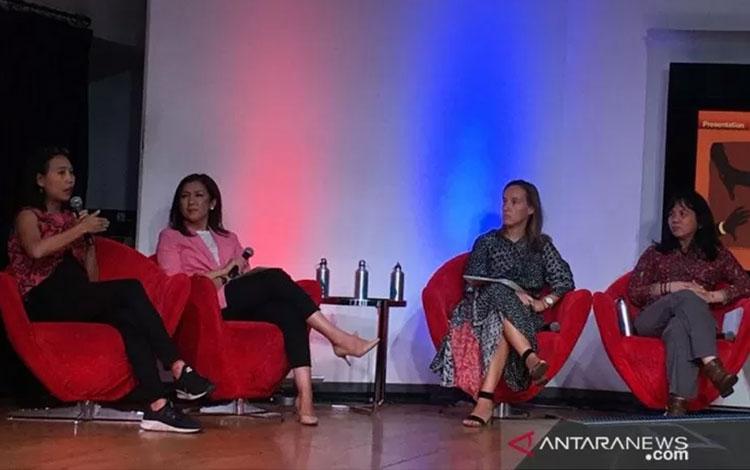 Program Manajer Better Work Indonesia, Maria Vasquez (kedua kanan), dalam diskusi 16 Days of Activism Anti Gender-Based Violence: Ending Harassment at Work,di  Jakarta, Jumat (29/11/2019). (ANTARA/Suwanti)