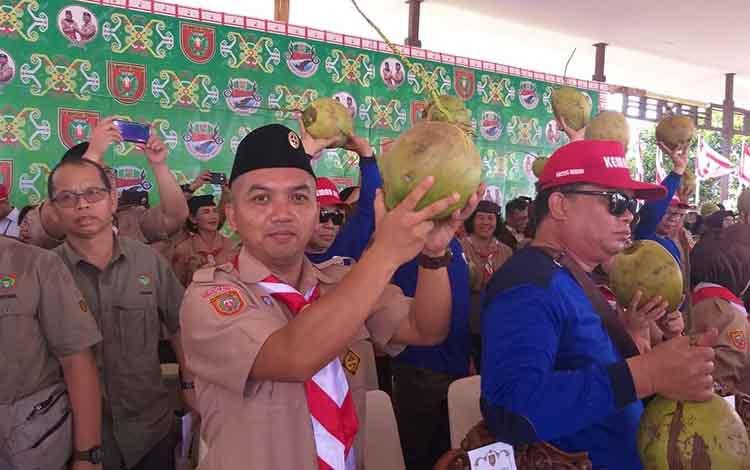 Ketua DPRD Seruyan Zuli Eko Prasetyo saat mengikuti rangkaian kegiatan kemah ELY di Bumi Perkemahan Ujung Pandaran, Sabtu, 30 November 2019