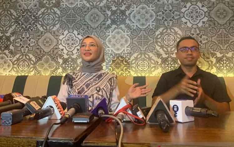 Staf Khusus Presiden Bidang Sosial Angkie Yudistia memberikan keterangan pers di Kompleks Istana Kep