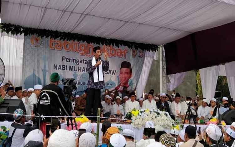 Ribuan jamaah memadati komplek Masjid Nurmastiyah Pembuang Hulu