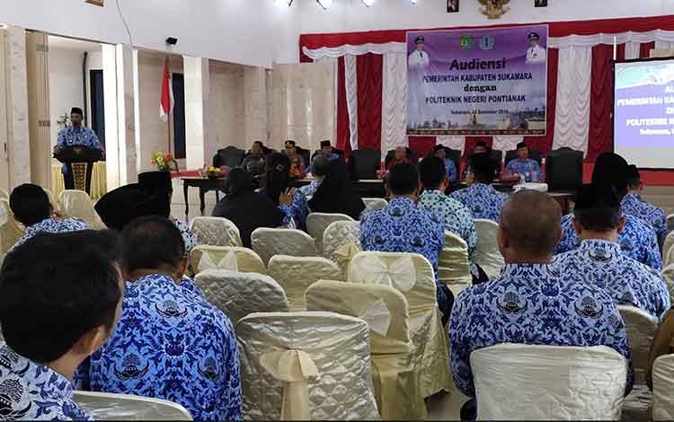 Pemerintah Kabupaten (Pemkab) Sukamara menggelar audiensi bersama Politeknik Negeri Pontianak pada Senin, 2 Desember 2019 di aula kantor bupati setempat.