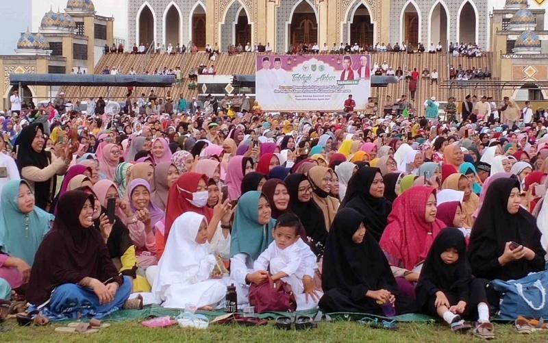 Antusiasme masyarakat menghadiri tabligh akbar Ustadz Abdul Somad di Sukamara, Selasa, 3 Desember 2019.