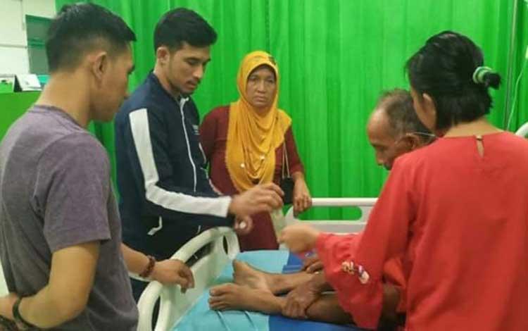 Salah seorang pasien di RSUD Mas Amsyar saat mendapatkan perawatan medis. Sementara itu pihak DPRD Katingan mengharapkan pelayanan RSUD Mas Amsyar Kasongan perlu dibenahi