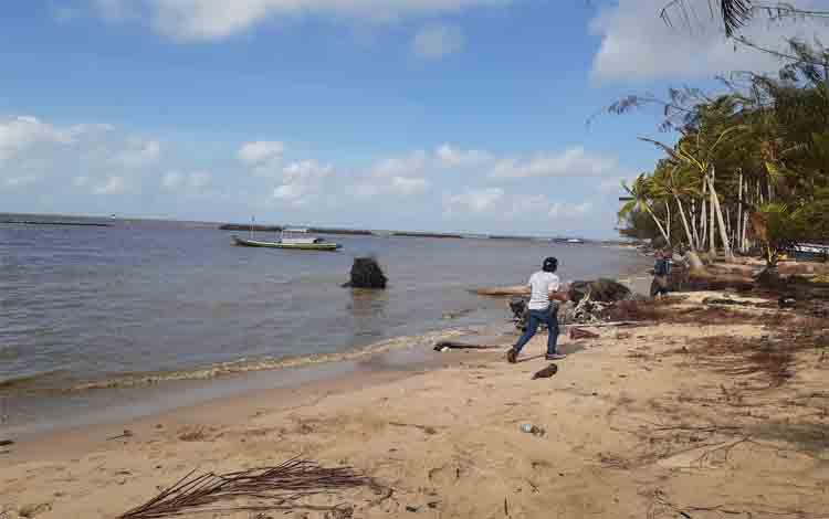 Wilayah pantai Desa Sungai Tabu. Rencannya  Pemkab Sukamara akan membangun pabrik penyuling serai