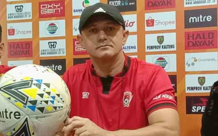 Pelatih Kalteng Putra, Gomes De Oliveira menyebut harus 3 poin dalam laga kontra Madura United, Jumat, 6 Desember 2019 besok