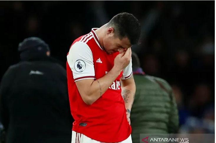 Pemain Arsenal Granit Xhaka menyesali kekalahan 1-2 yang diderita timnya dari Brighton and Hove Albion dalam pertandingan Liga Inggris yang dimainkan di Stadion Emirates, London, Kamis (5/12/2019). (ANTARA/REUTERS/EDDIE KEOGH)