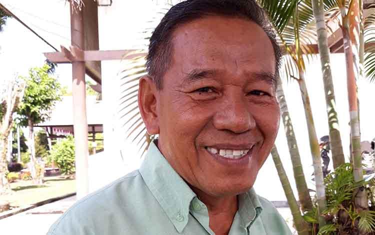 Anggota DPRD Kapuas Zulkarnaen mengapresiasi pemasangan listrik gratis bagi 11 warga di Handil Enon