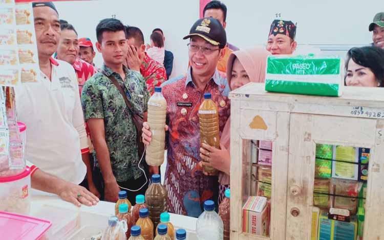 Bupati Murung Raya, Perdie M Yoseph meresmikan Pasar Pelita Hulu, Jumat 6 Desember 2019