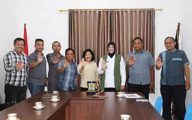 Wabup juga Ketua BNK Pulang Pisau bersama rombongan saat diterima Ketua BNNK Sleman, kemarin.