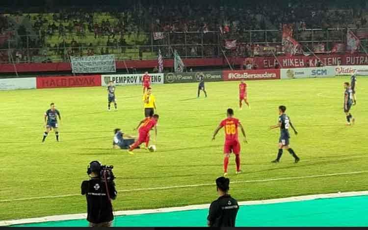 Kalteng Putra dibungkam Madura United dalam laga yang berlangsung di Stadion Tuah Pahoe Palangka Raya, Jumat, 6 Desember 2019 malam.