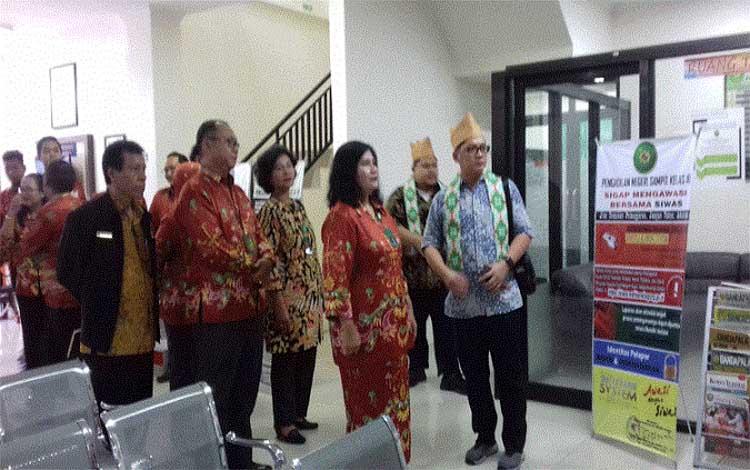 Tim Evaluator Zona Integritas WBK  Kemenpan RB saat ke Pengadilan Negeri Sampit