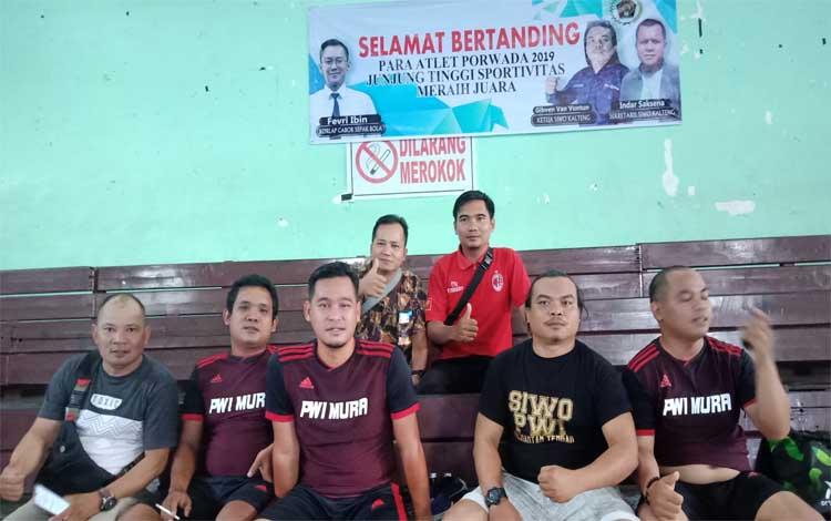 Anggota PWI Murung Raya bersama Ketua SIWO Kalteng. Saat ini PWI Murung Raya memiliki potensi pengembangan anggota dibidang olahraga