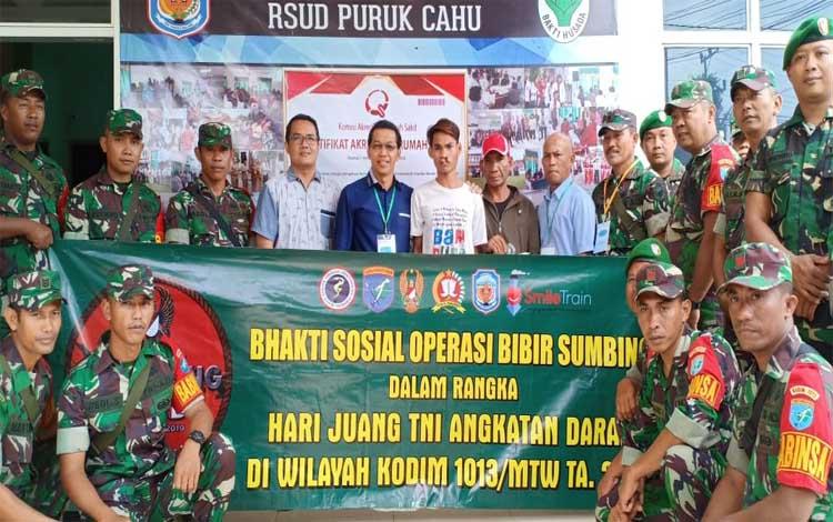 Bupati Murung Raya, Perdie M Yoseph bersama anggota TNI AD sebagai bentuk apresiasi kegiatan operasi bibir sumbing, Minggu 8 Desember 2019