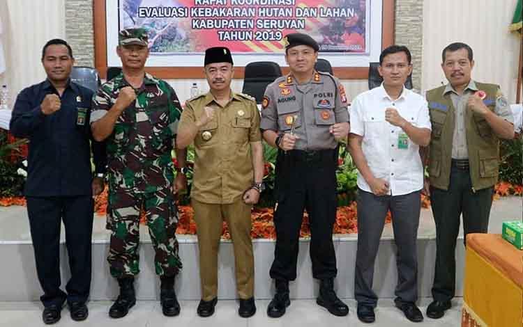 Kapolres Seruyan AKBP Agung Tri Widiantoro bersama Bupati Seruyan dan unsur lainnya pada kegiatan Rakor dan Evaluasi Karhutla tahun 2019, Senin, 9 Desember 2019.