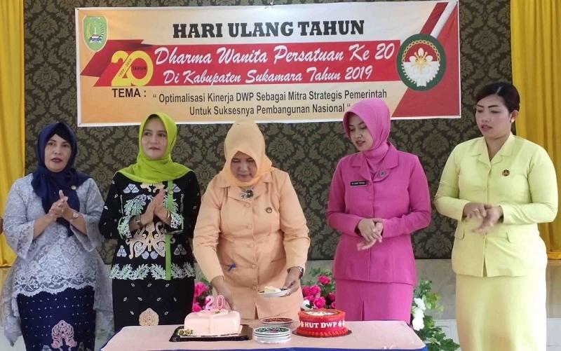 Peringatan HUT ke 20 Dharma Wanita Persatuan di Sukamara, Senin, 9 Desember 2019.