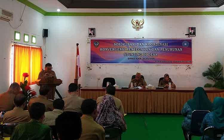Kadis Pemberdayaan Masyarakat dan Desa Kabupaten Seruyan, Taruna Jaya menyampaikan laporansosialisasi dan kordinasikonvergensi pencegahan stunting di desa
