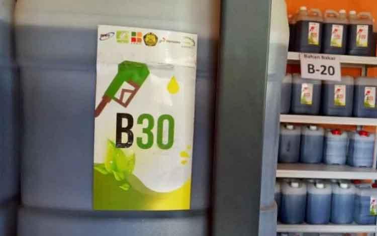 Sampel bahan bakar biodiesel B30. ANTARA/Chairul Rohman