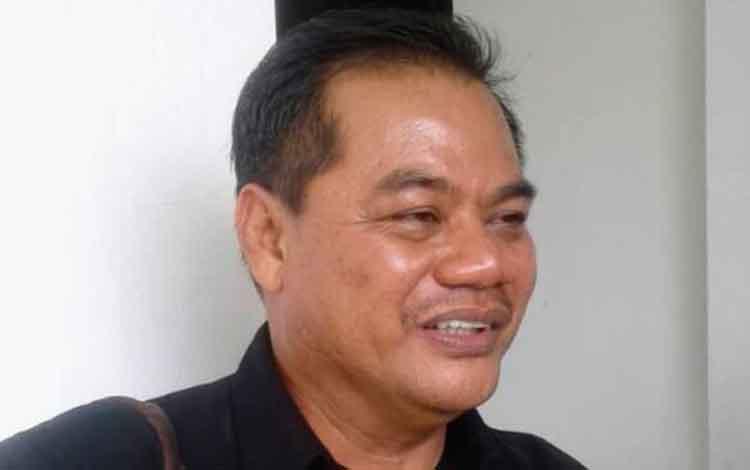 Anggota DPRD Gunung Mas Untung J Bangas mengatakan sebaran guru belum merata