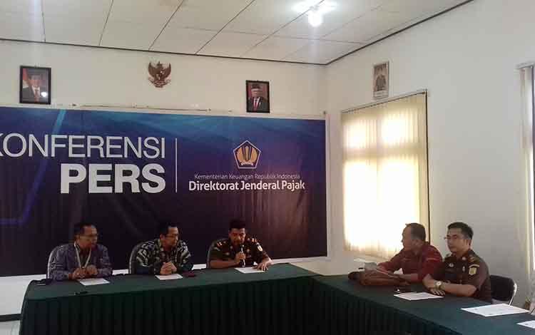 Kantor Wilayah DJP Kalimantan Selatan dan Tengah dan Kejari Kotim press rilis perkara pajak, Selasa, 10 Desember 2019.