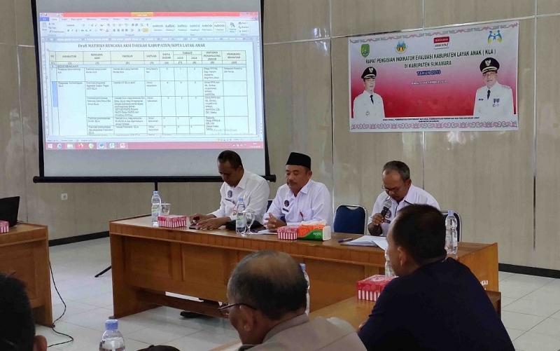 Rapat pengisian indikator Kabupaten Layak Anak di Sukamara, Rabu, 11 Desember 2019.