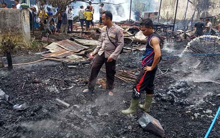 Kebakaran 2 rumah dan 1 bangunan walet terjadi di Desa Kampung Tengah Kecamatan Katingan Kuala
