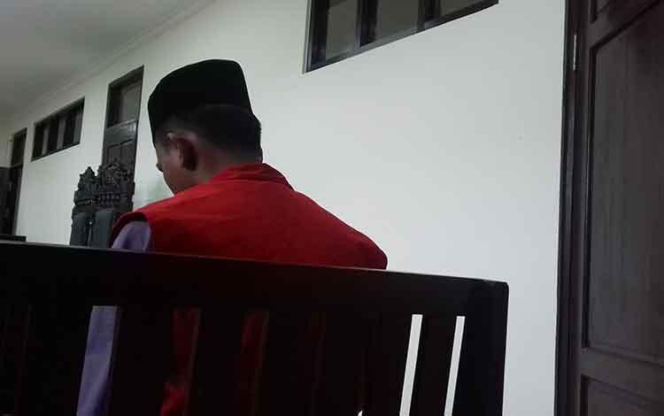 Suwanto, terdakwa sabu saat sidang di Pengadilan Negeri Sampit.