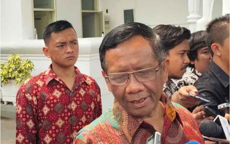 Menko Polhukam Mahfud MD di Istana Kepresidenan Jakarta, Rabu (11/12/2019) (ANTARA/Agus Salim)