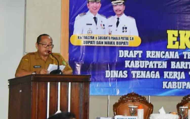 Kepala DisnakertransKop dan UKM Barito Utara, Tenggara akan segera mensosialisasikan pentapan UMK kepada perusahaan dan masyarakat