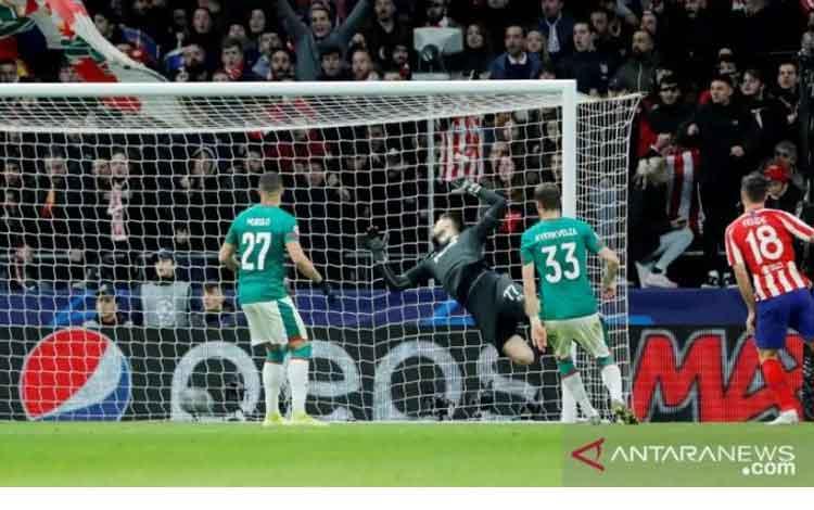 Pemain Atletico Madrid, Felipe, mencetak gol kedua ke gawang Lokomotiv Moscow dalam laga pamungkas Grup D Liga Champions di Stadion Wanda Metropolitano, Spanyol, Rabu (11/12/2019) waktu setempat. (ANTARA/REUTERS/Juan Medina)