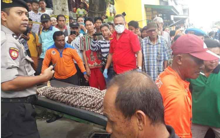 Penemuan mayat pria paruh baya Sabri (70), di RT 05 Jalan Perwira, Kelurahan Mendawai, Kecematan Arut Selatan, Kotawaringin Barat, gegerkan warga,