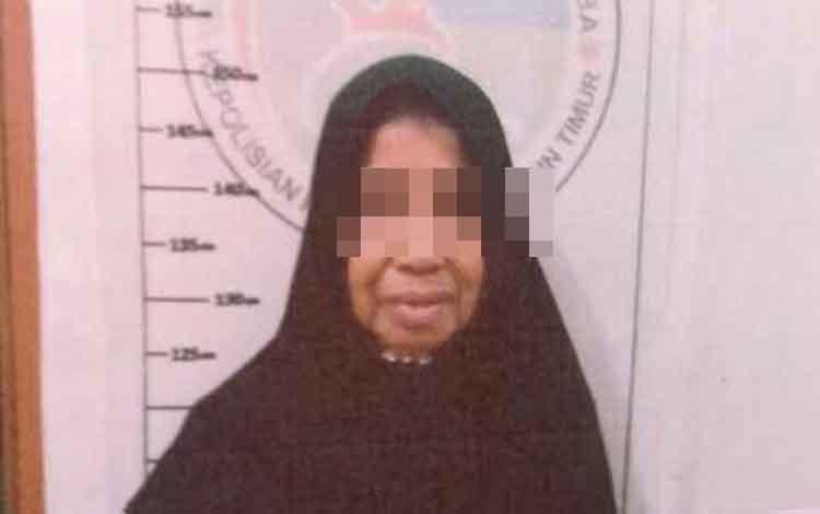 Rustaniah alias Irus tersangka kasus obat ilegal.
