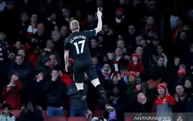 Gelandang serang Manchester City Kevin de Bruyne merayakan gol pertama yang dicetaknya ke gawang Arsenal dalam lanjutan Liga Inggris di Stadion Emirates, London, Inggris, Minggu (15/12/2019) waktu setempat. (ANTARA/REUTERS/Hannah McKay)