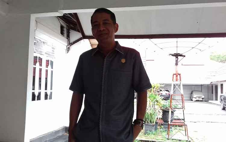 Anggota Komisi IV DPRD Kotim, Handoyo J Wibowo mendesak agak proyek fisik segera dituntaskan.