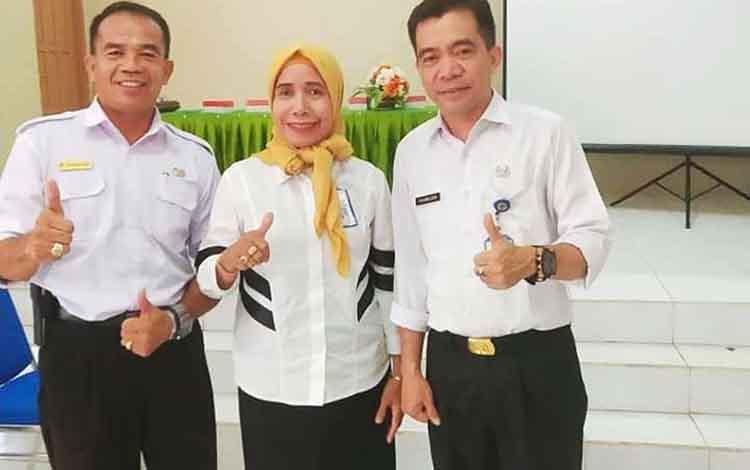 Plt Kepala Dinas Pendidikan, Syahmuludin beserta jajarannya, seusai menyampaikan persiapan menghadapi ujian nasional.