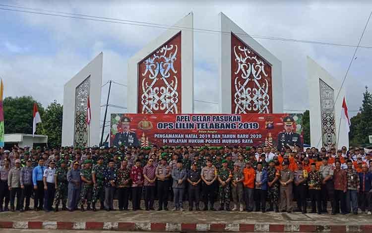 Pelaksanaan apel gelar pasukan Operasi Lilin Telabang 2019 di Bundaran Emas Kota Puruk Cahu, Kamis, 19 Desember 2019