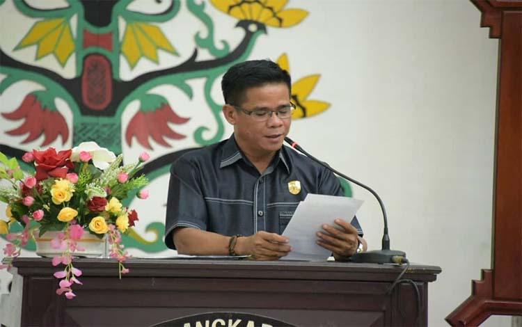 Wakil Ketua II DPRD Kota Palangka Raya, Barsirun Sahepar membacakan pidato saat rapat penutupan masa sidang paripurna, Kamis 19 Desember 2019