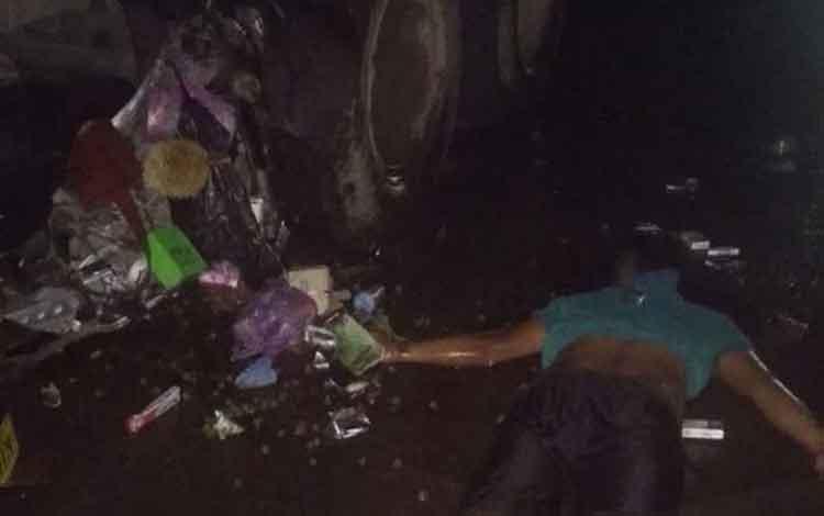 Seorang pengendara truk tewas menabrak truk parkir di Jalan HM Arsyad, Rabu, 18 Desember 2019 malam.