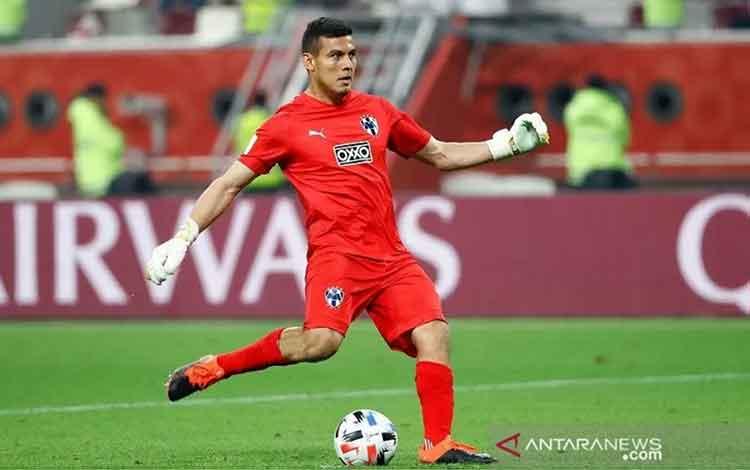 Kiper Monterrey Luis Cardenas melakoni tugasnya sebagai algojo terakhir dalam adu penalti untuk memenangkan timnya atas Al Hilal di laga perebutan tempat ketiga Piala Dunia Antarklub di Stadion Internasional Khalifa, Doha, Qatar, Sabtu (21/12/2019). (ANTA