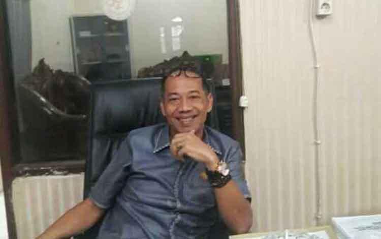 Anggota Komisi IV DPRD Kotim, Handoyo J Wibowo menyampaikan jalan menuju Ujung Pandaran harus diperbaiki.