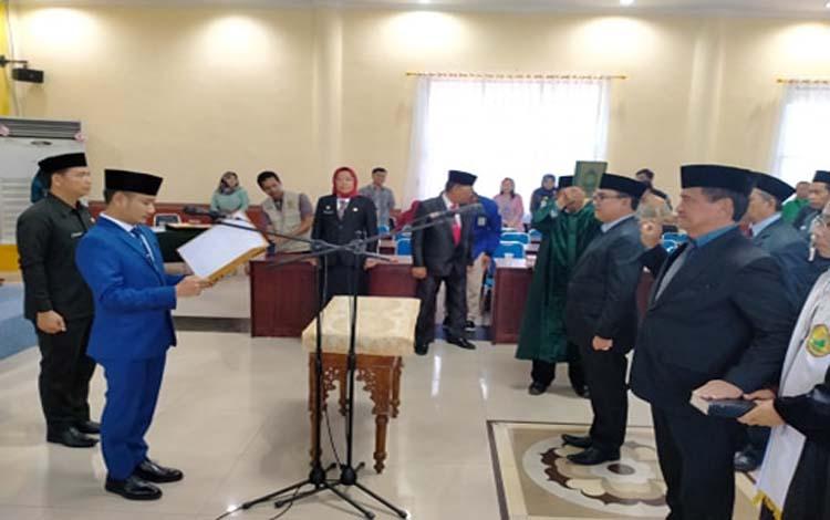 Wali Kota Palangka Raya, Fairid Naparin melantik pejabat eselon II, Jumat 27 Desember 2019