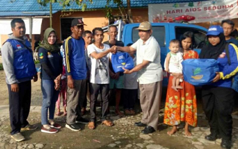 Dinsos Kapuas menyalurkan bantuan untuk korban terdampak kebakaran di Desa Mantangai Hilir, Minggu, 29 Desember 2019.
