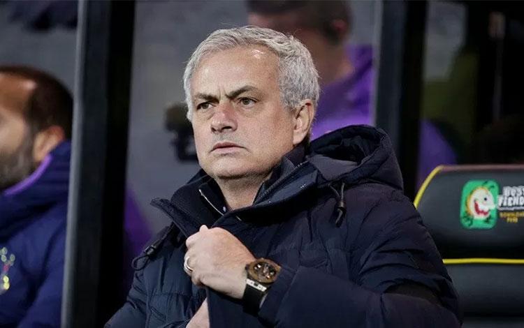 Ekspresi manajer Tottenham Hotspur Jose Mourinho saat mendampingi timnya menghadapi Norwich City dal