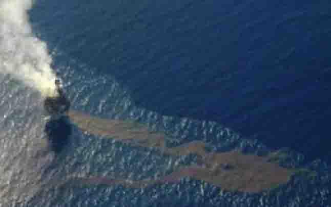 Dokumentasi pencemaran laut setelah terjadi ledakan di anjungan minyak Montara, di Laut Timor, pada 21 Agustus 2009. (foto : ANTARA via teras.id)