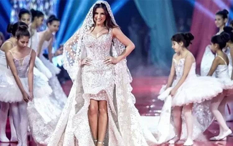 Gaun pengantin rancangan Hany El-Behairy yang dihiasi berlian dan batu permata dan berharga sekitar Rp2 miliar. (ANTARA/Instagram/norayoussef_photography)