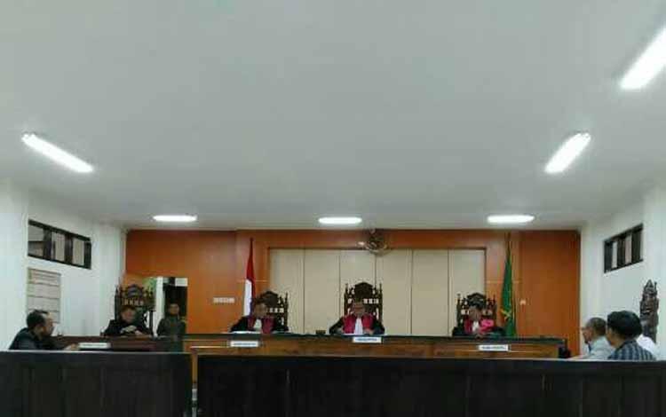 idang gugatan yang diajukan Martho AJ dan Sariwati kepada PT Borneo Sawit Perdana di Pengadilan Negeri Sampit, Selasa 31 Desember 2019