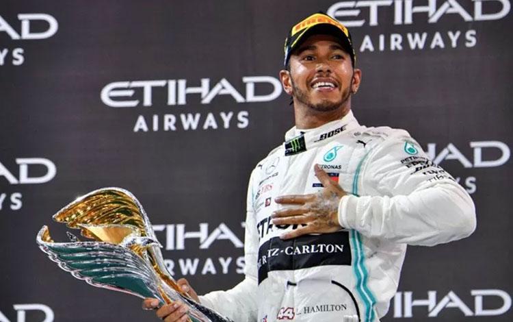 Pebalap Mercedes dari Inggris, Lewis Hamilton. (AFP/GIUSEPPE CACACE)