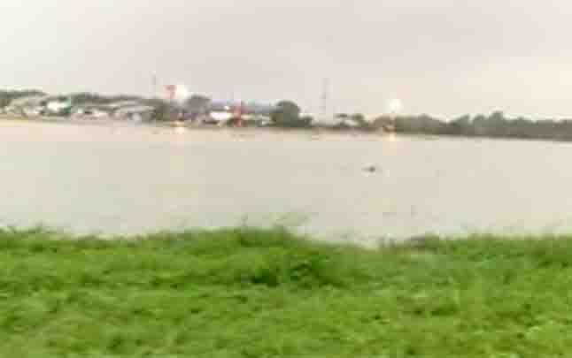 Tangkapan gambar dari video yang beredar di sejumlah media sosial memperlihatkan kondisi Bandara Halim Perdanakusuma. (foto : Istimewa)
