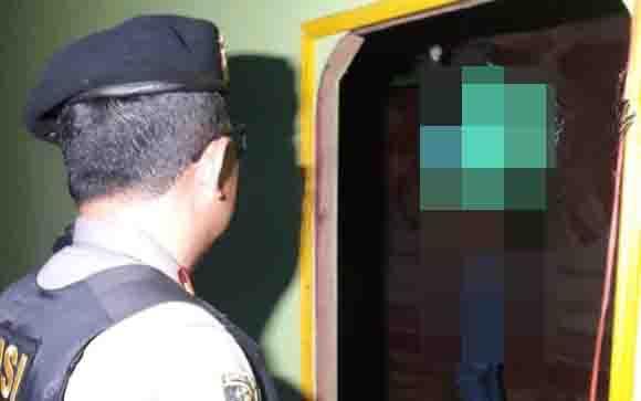 Jasad korban bunuh diri, SY di kediaman mertuanya, di Palangka Raya.