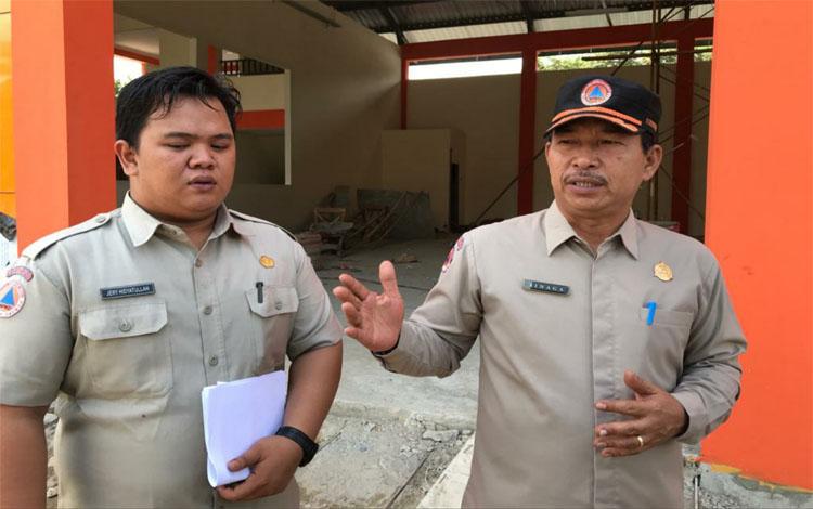 Kepala Pelaksana BPBD Kapuas, Panahatan Sinaga saat merincikan data kebakaran hutan dan lahan selama 2019